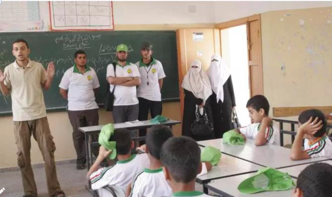 الاستقطاب عند حماس: بين المدرسةوالمسجد